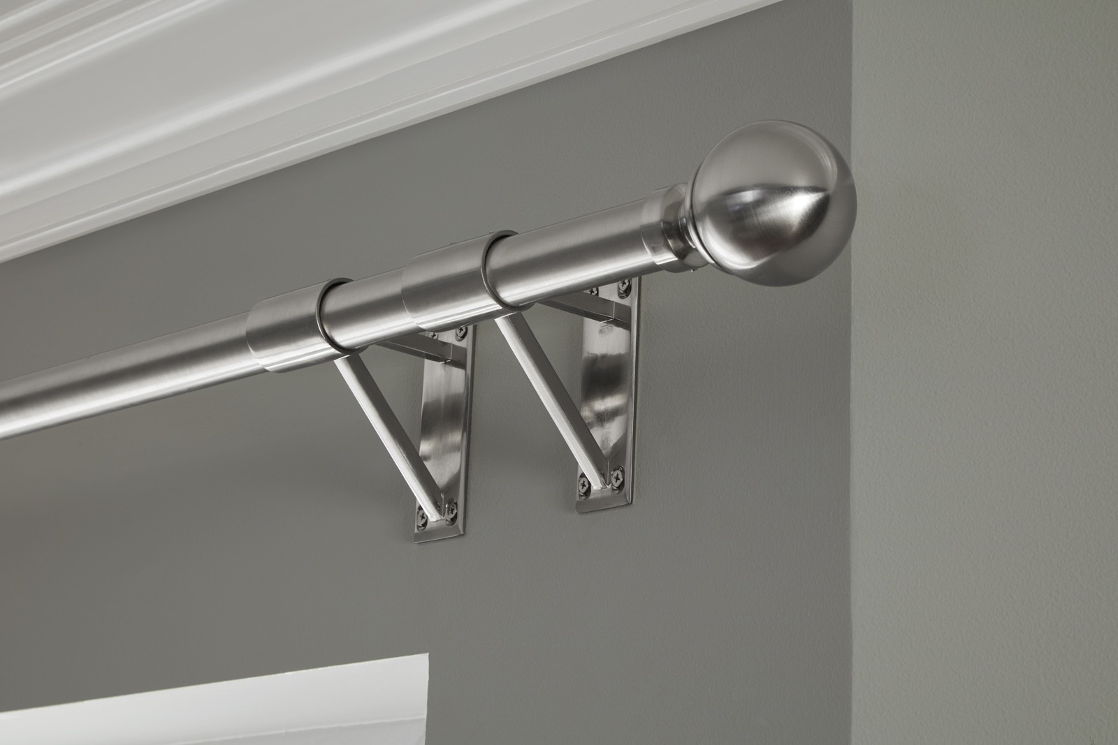 Curtain pole with tunnel brackets