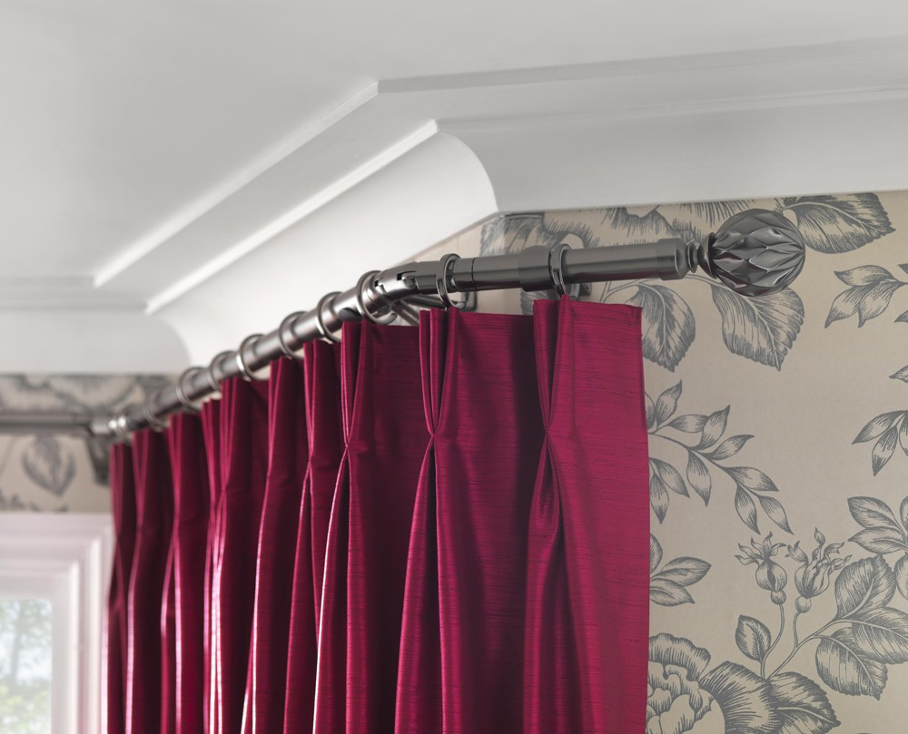 Bay curtain pole returning back into room